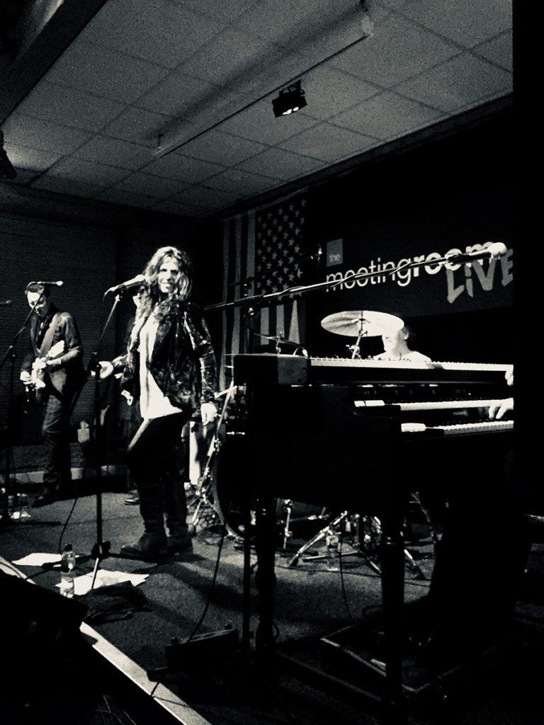 Sari Schorr and the band